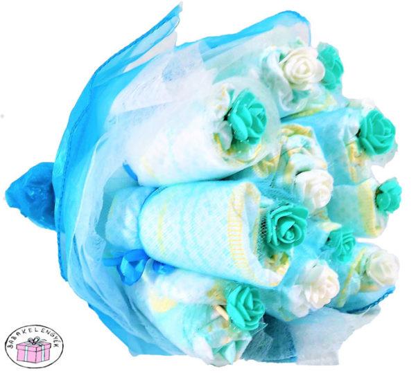 kisfiú pelenkacsokor virág díszítéssel 2