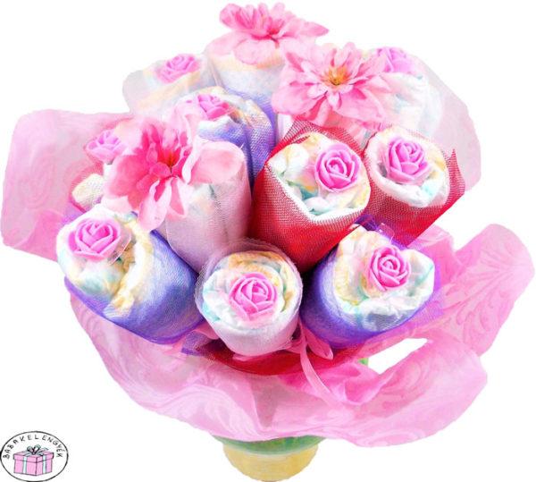 kislány pelenkacsokor virág díszítéssel 2